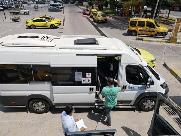 Efeler'de araçlar dezenfekte ediliyor