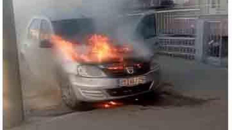 Nazilli'de park halindeki araç alev aldı