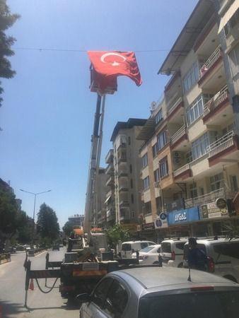 Nazilli'de eski bayrak yenisiyle değiştirildi