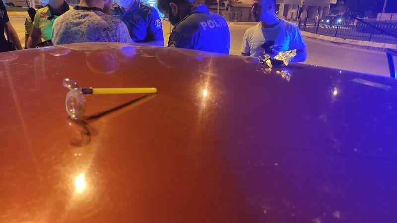 Alkollü sürücü polis memuruna çarptı