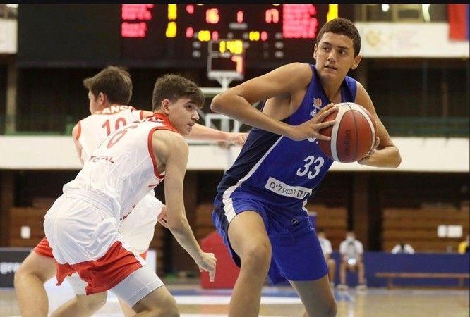 Başkan Özcan genç basketbolcuyu ağırladı