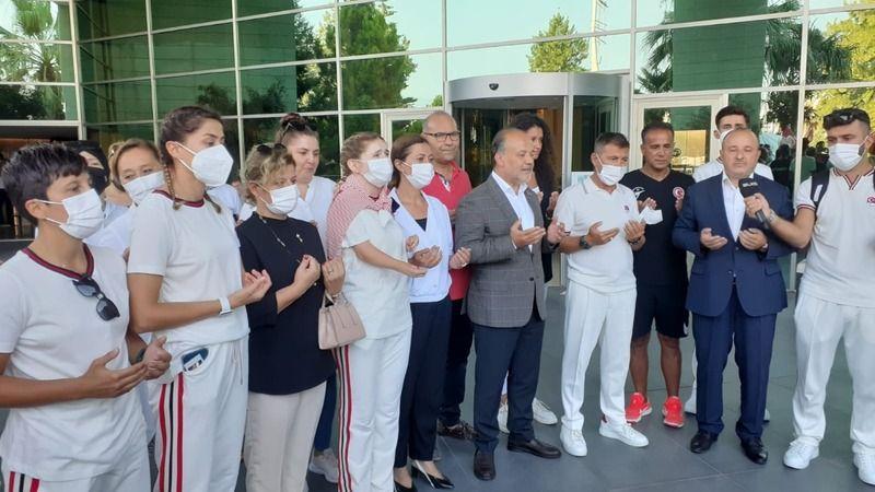 Paralimpik Tekvando Milli oyuncuları dualarla Tokyo'ya uğurlandı