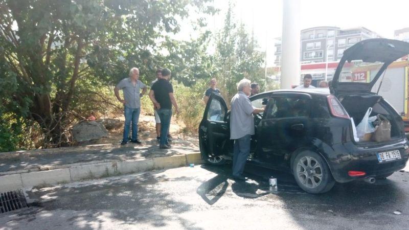 Söke'de kavşakta 2 araç kafa kafaya çarpıştı