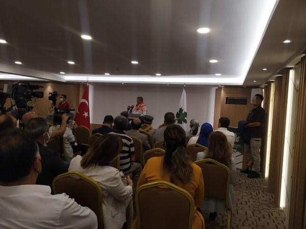 Davutoğlu'nun toplantısında skandal görüntü