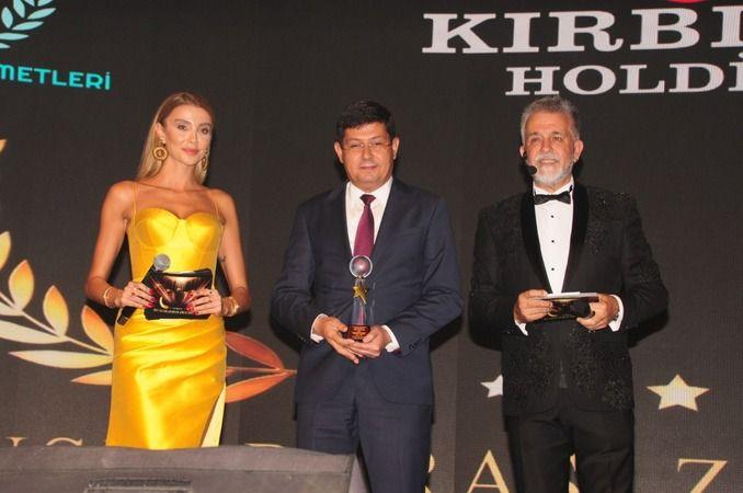 Başkan Özcan'a 2 ödül birden