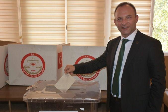 Başkan Bozkurt, mazbatasını aldı