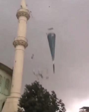 Nazilli'de fırtınanın yıkımı kameralara yansıdı