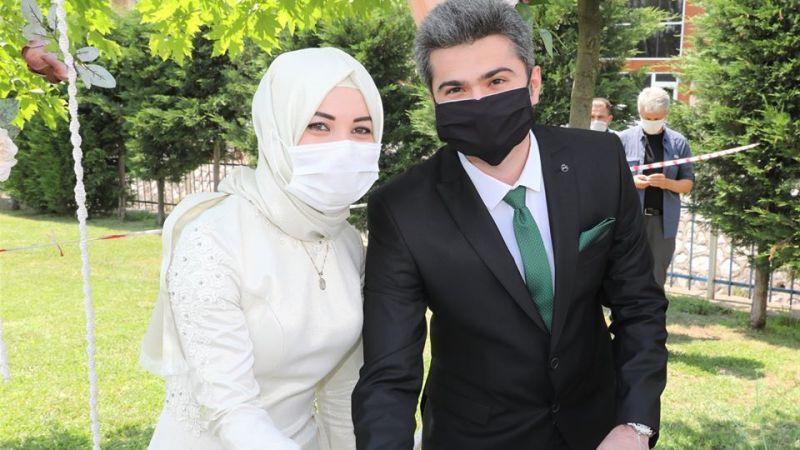 Çiftler salon düğününü unuttu