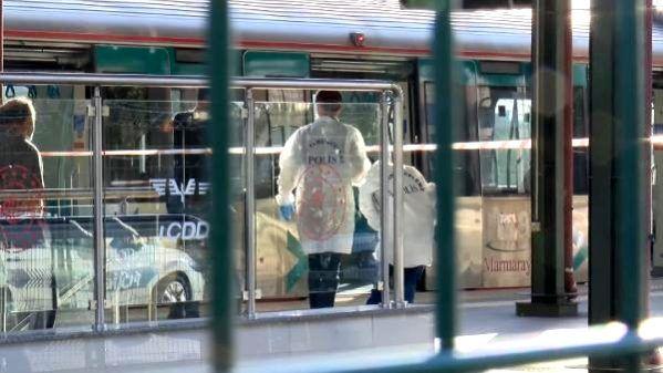 Feci ölüm! Gebze'ye doğru sefer yapan Marmaray'da raylara atladı