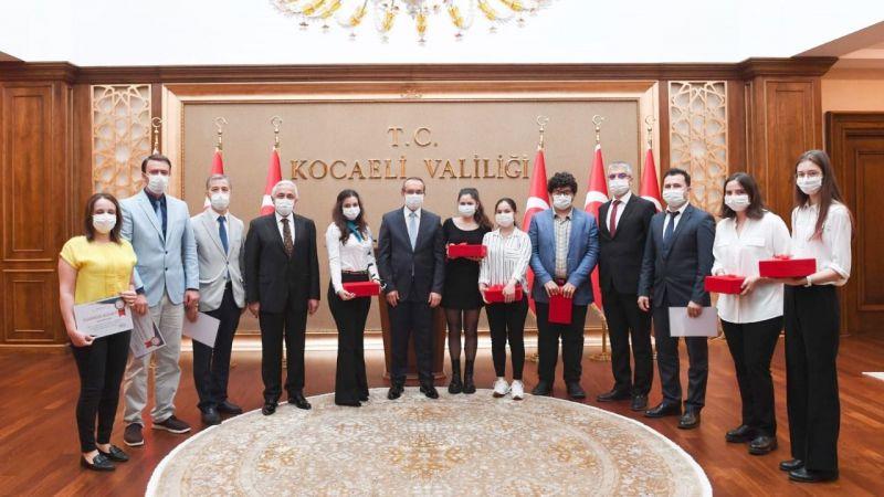 Vali Yavuz'dan, TÜBİTAK  şampiyonlarına çeyrek altın