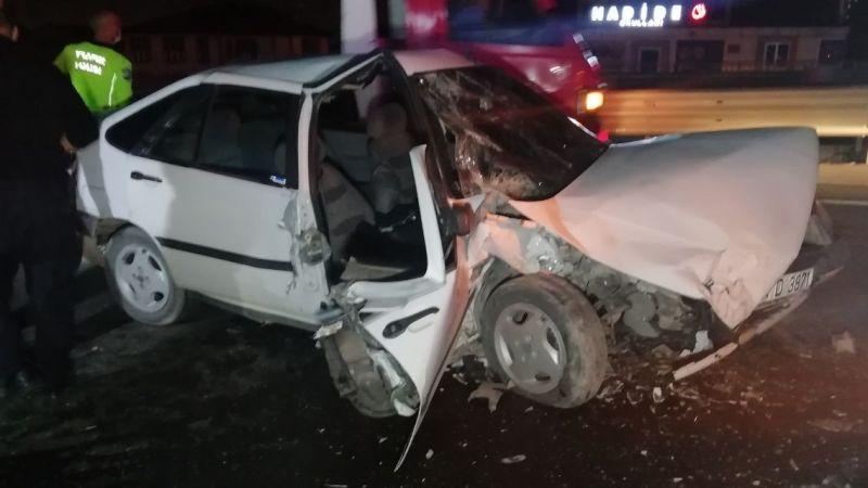 İzmit'te feci kaza! Önündeki araca arkadan çarptı: 1'i ağır 2 yaralı