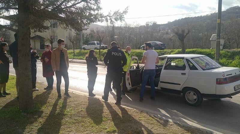 Aniden yola çıkan genç kıza otomobil çarptı