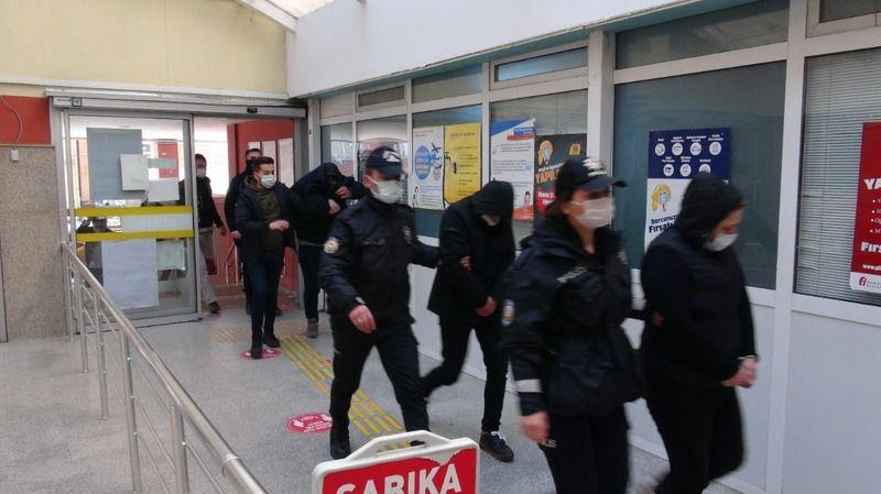 Gençleri zehirleyen 5 torbacı tutuklandı