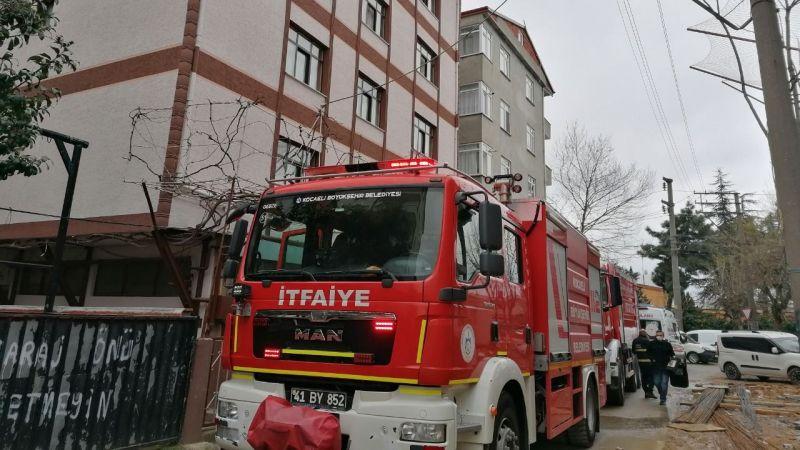 5 katlı binada çıkan yangında 4 kişi dumandan etkilendi