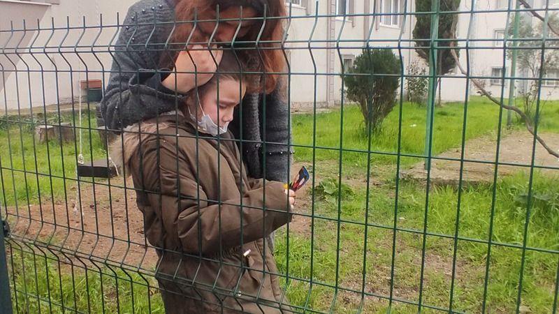 Ölen ağabeyinin fotoğrafına bakan 7 yaşındaki Elif gözyaşlarına boğuldu