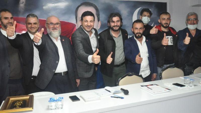"""Sanatçı Güloğlu, YRP toplantısına katıldı: """"Doğru yürüyen tek partiyiz"""""""