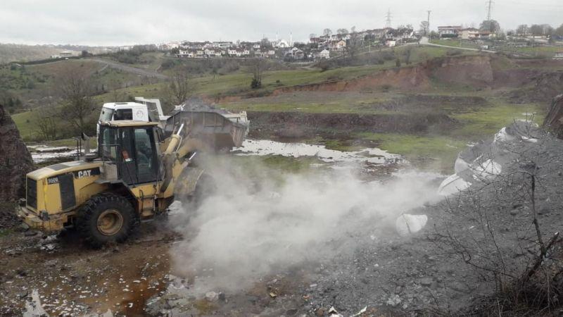 Boş araziye bırakılan kimyasal atıklar temizlendi