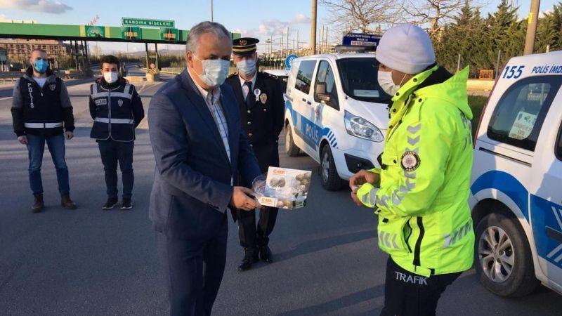 Kaymakam Cinbir, görev başındaki polislerin gününü kutladı