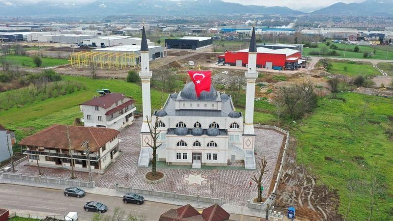 Başiskele'nin en büyük camisi ibadete açıldı