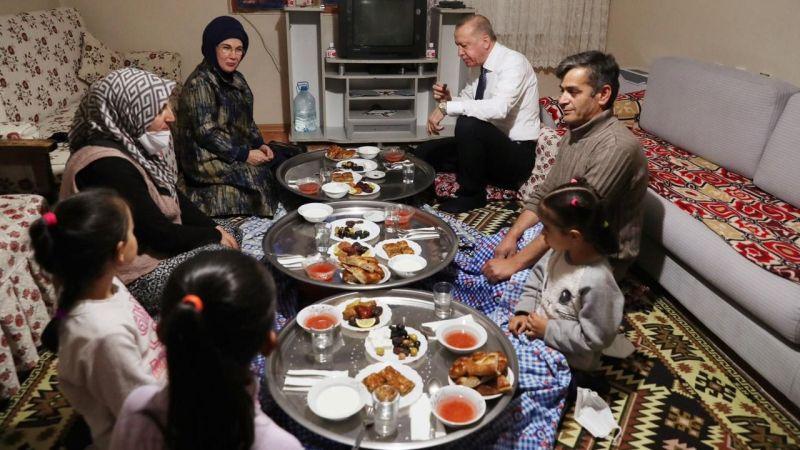 Erdoğan'ın yer sofrasında iftarı paylaşım rekoru kırdı