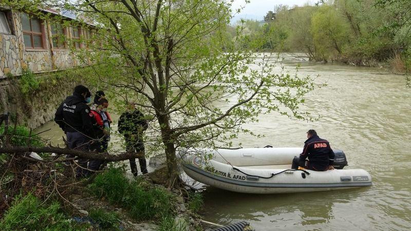 Haber alınamayan yaşlı adam nehir kenarında ölü bulundu