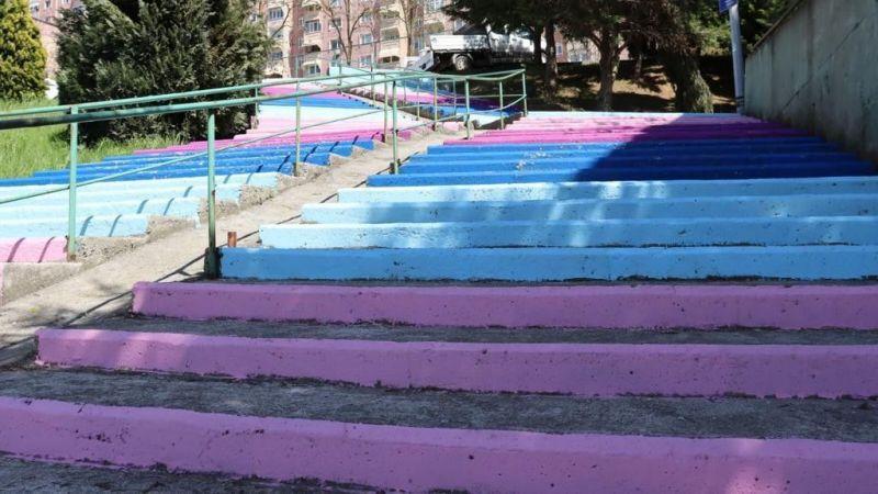 İzmit'te merdivenler rengarenk oldu