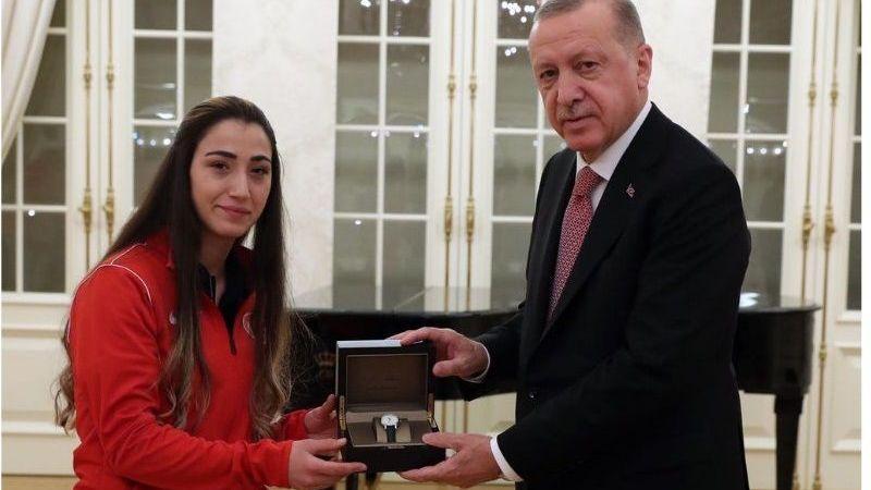 Erdoğan'dan Berfin'e plaket