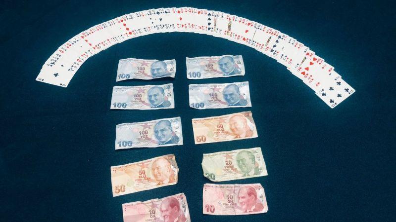 Kumar masasında yakalanan 11 kişiye para cezası