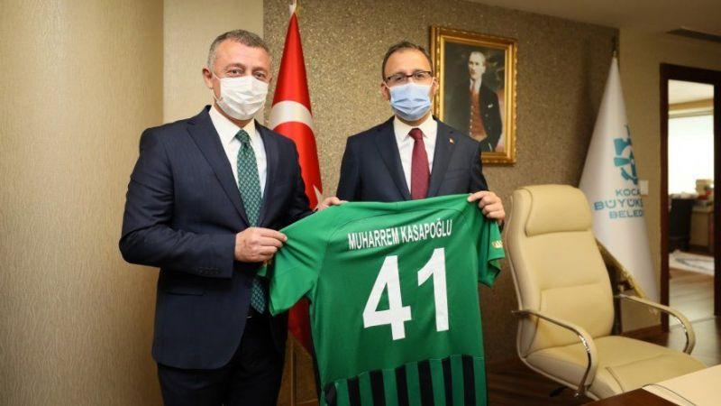 """Bakan Kasapoğlu: """"1. Lig'e yükselen Kocaelispor'u kutluyorum"""""""