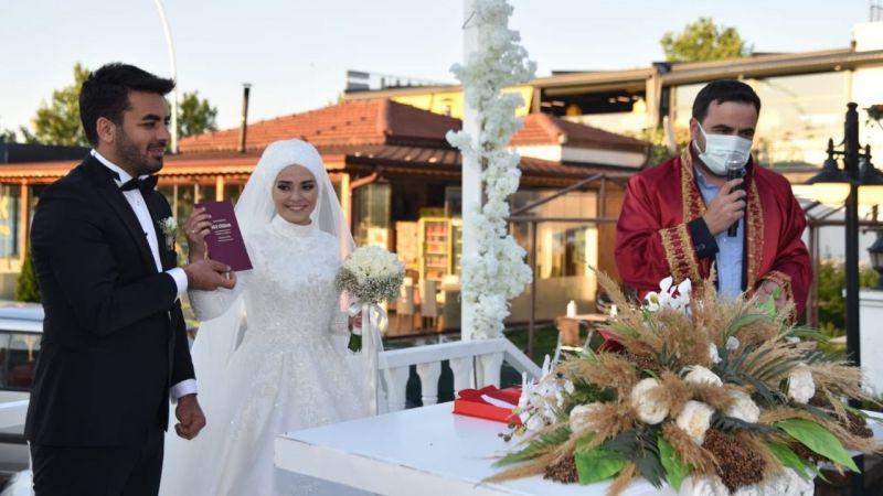 Yasin Özlü, çiftlerin nikahlarına katılıyor