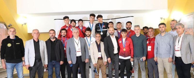 Genç Gönüllüler Platformu buz sporlarına ilgiyi artırdı