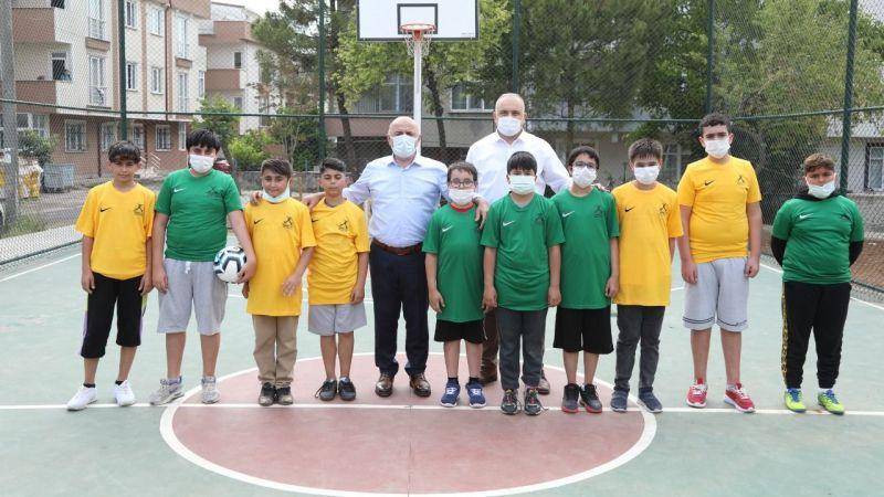 Sosyal medyadan top isteyen çocuklara belediye başkanından sürpriz