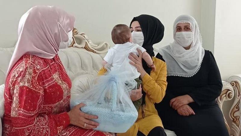 Dilovası'nda yeni doğan bebeklere hediye