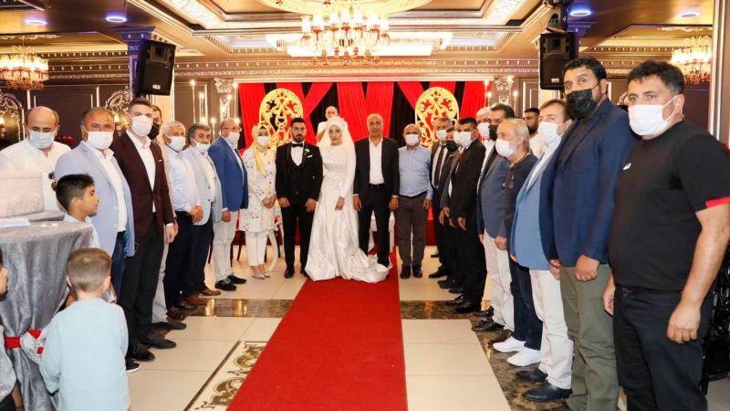 Erdal Oruç kızını evlendirdi