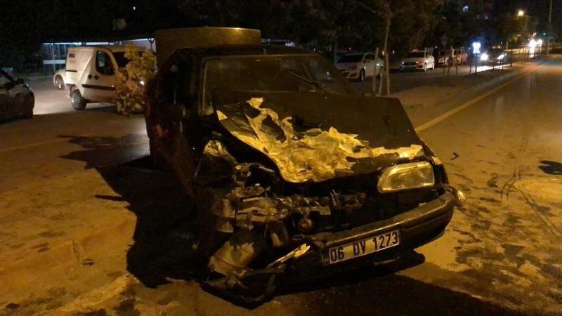 Düğün konvoyundaki otomobil park halindeki araçlara çarptı: 4 yaralı