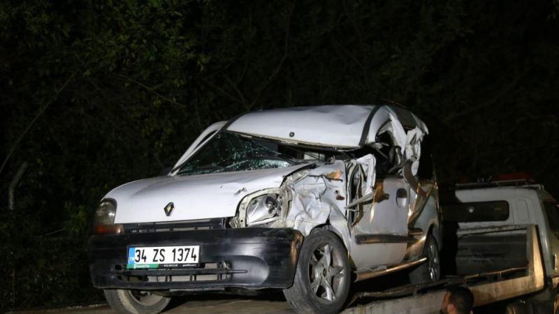 Park halindeki tıra çarpan hafif ticari aracın sürücüsü ağır yaralandı