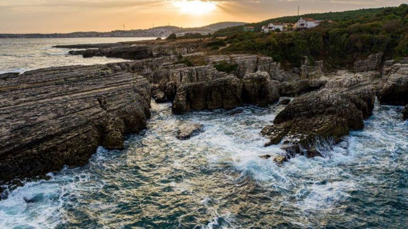 Tarihi kayalıkları ve doğal güzelliği ile turistlerin akınına uğruyor