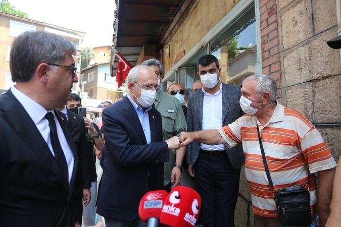 Esnafı ziyaret eden Kılıçdaroğlu, vatandaşlarla vapurda balık ekmek yedi