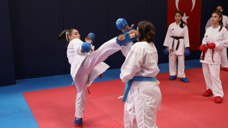 İzmitli karateciler Türkiye Şampiyonasına hazırlanıyor