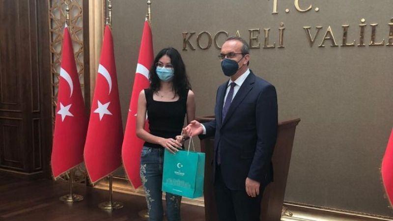 Bahçeşehir'in başarılı öğrencisi İrem'e Vali Yavuz'dan ödül