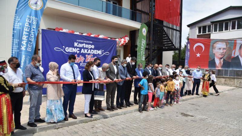 Kartepe'de Genç Akademi açıldı