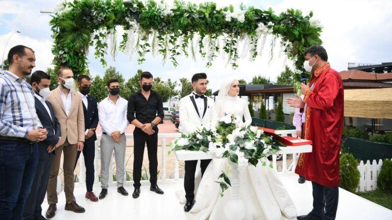 Başkan Kocaman, çiftlerin nikahını kıydı