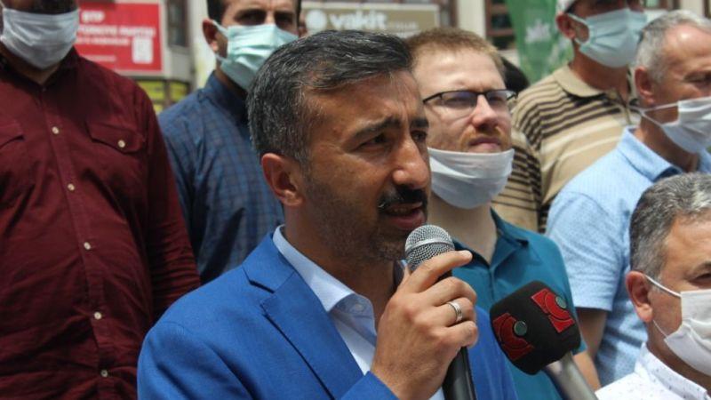 """""""Sisi ve destekçilerini lanetliyoruz"""""""