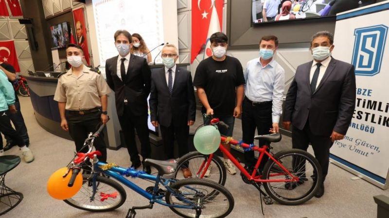 İnfazlarını iyi halli tamamlayan gençlere bisiklet verildi