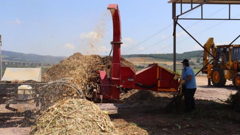 Budanan ağaçların atıkları toprağa kazandırılıyor