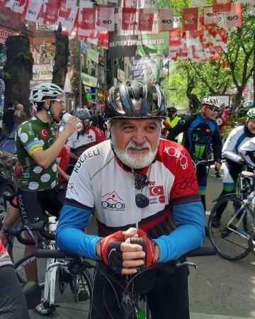 Çok sevdiği bisikletiyle tırın altında kalan eski kulüp başkanı hayatını kaybetti
