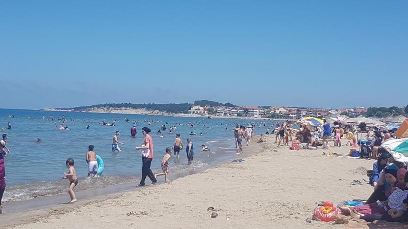 Denizin tadını çıkarmak isteyenler Kandıra sahillerine koştu