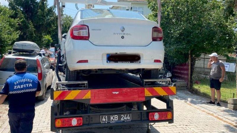 Hatalı park edilen araçlar çekiliyor
