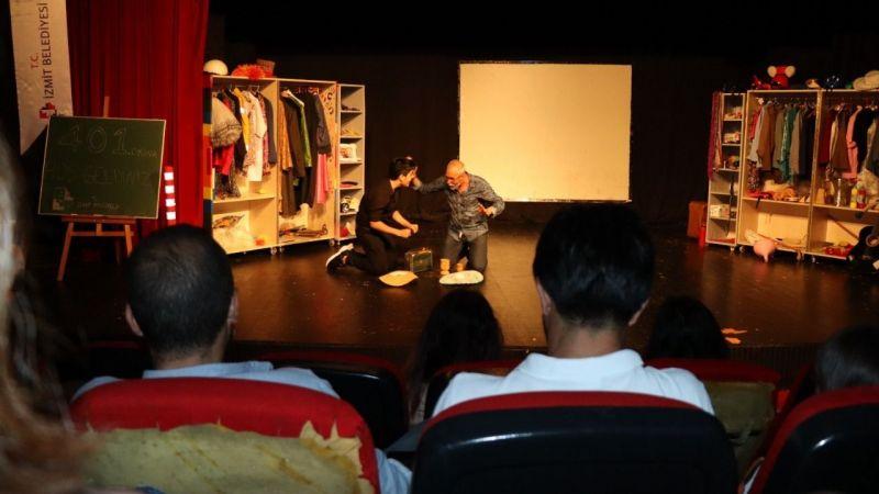 İzmit Tiyatro Günleri 'Komedya' ile başladı