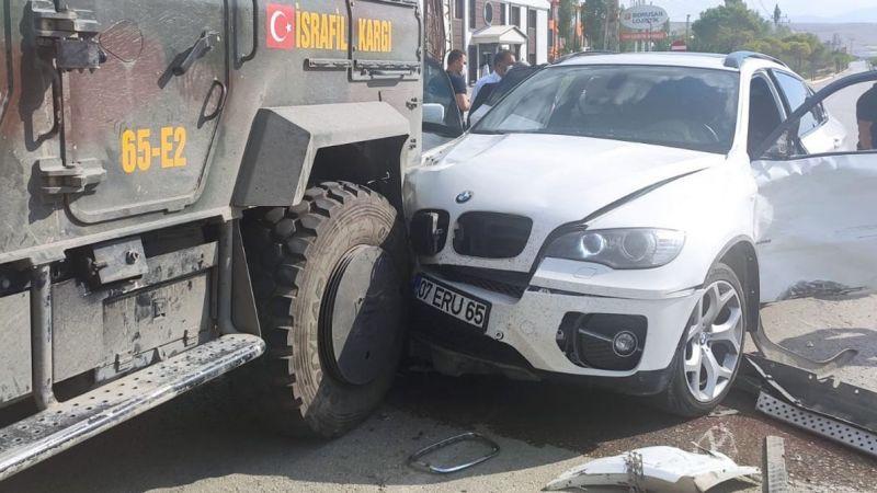 Türkkan'ın içinde olduğu araç kaza yaptı
